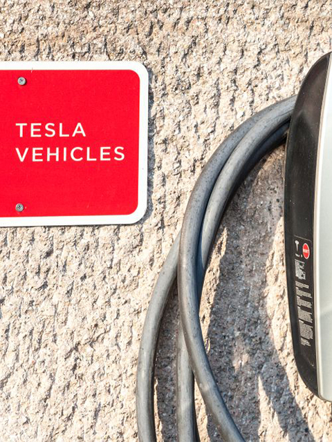 tesla-wall-car-charger 640 x 480 new